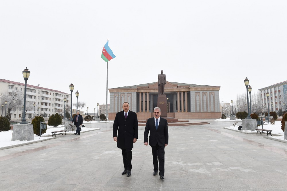 President Ilham Aliyev visited statue of national leader Heydar Aliyev in Nakhchivan