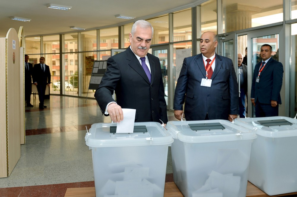 Chairman of Nakhchivan Supreme Assembly casts his vote in presidential election